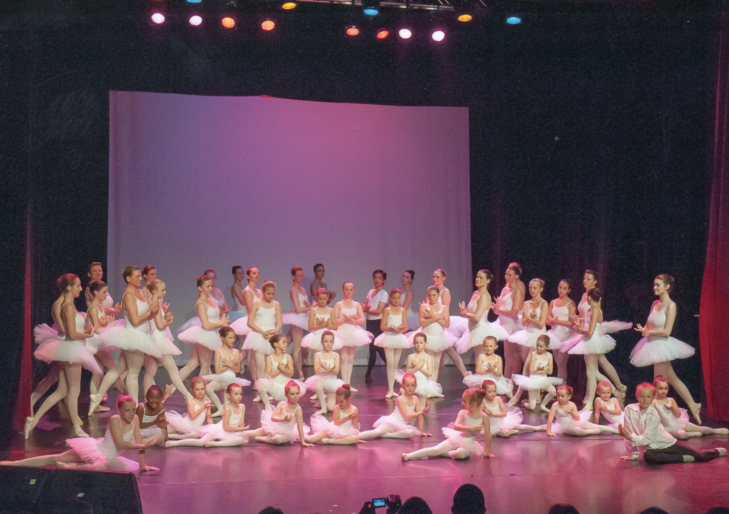 Répétition de La Présentation de l`Ecole de Danse